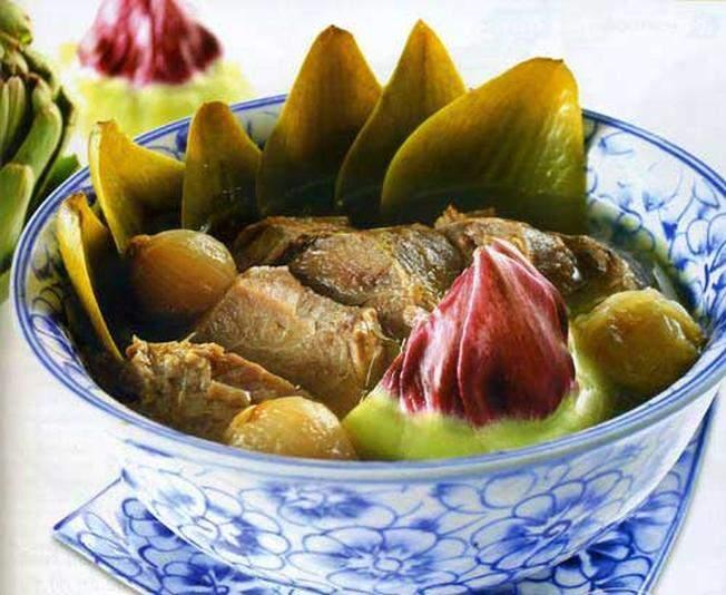 Canh atiso hầm giò heo một trong những món ăn ngon Đà Lạt cực hấp dẫn