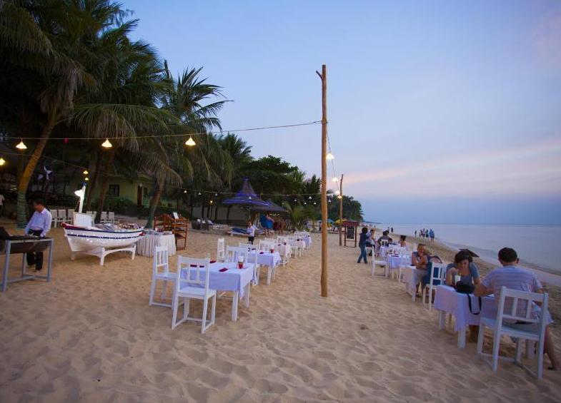 Bãi biển gần khách sạn Thiên Hải Sơn