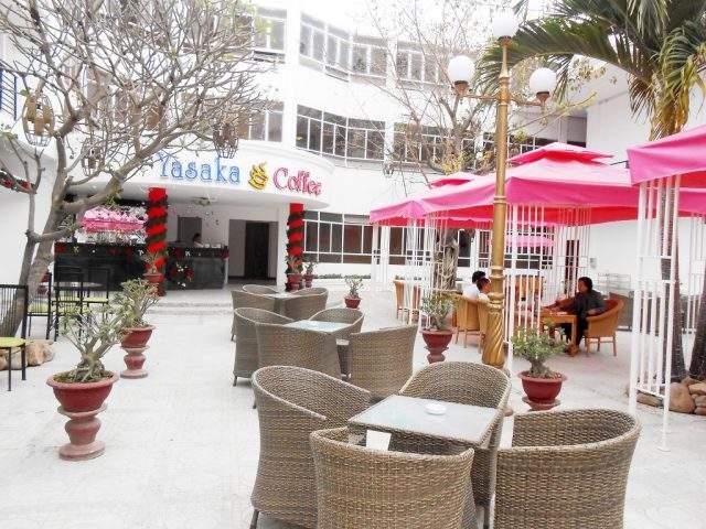 Quán cà phê trong Yasaka Hương Sen-Khách sạn Phú Yên (Ảnh Collection)