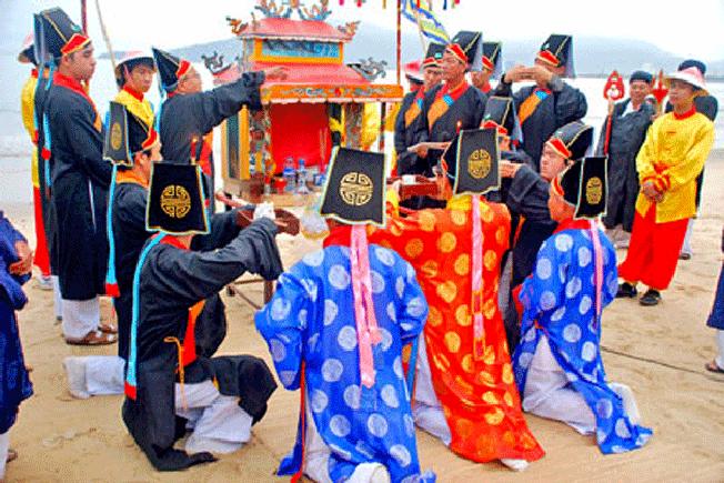 Lễ hội Cá Voi được tổ chức hàng năm nhằm tôn vinh ý nghĩa thiêng liêng của cá voi
