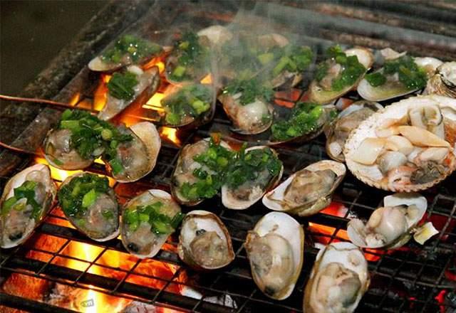 Hải sản nướng tươi ngon trên biển Dinh Cô