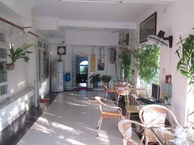 Quán cà phê trong khách sạn Nhiệt Đới (Ảnh Collection)