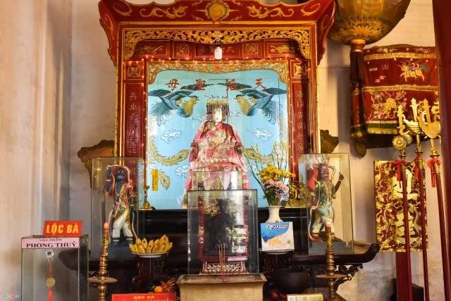 Vào năm 1885, thoạt đầu để thờ Thiên Hậu Thánh Mẫu và Đức Khổng Tử, sau năm 1911 chuyển sang thờ Quan Công và Tiền Hiền (Ảnh ST)