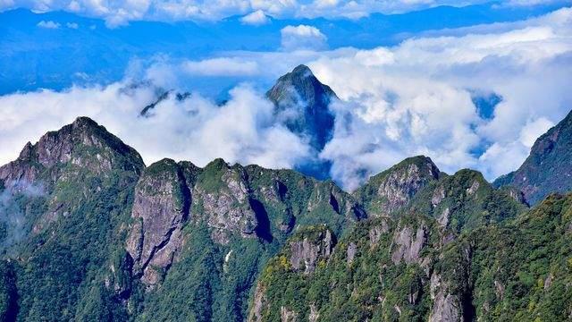 Du khách ngỡ ngàng trước một bức tranh núi rừng hũng vĩ, kỳ bí của Sapa