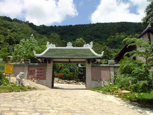 Cổng chàu Linh Sơn Bửu Thiền Tự