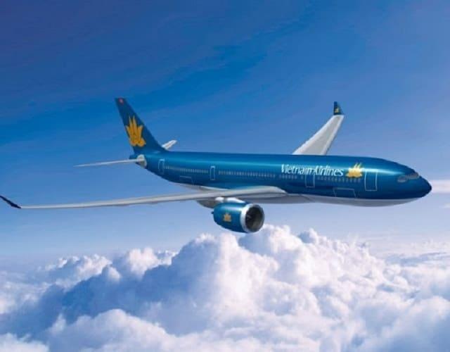 Máy bay là phương tiện di chuyển thuận lợi nhất dành cho các bạn ở xa muốn đi du lịch Nha Trang