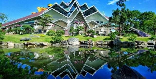 Nhà mái với 132 mái tượng trưng 132 lá phong (Ảnh: ST)