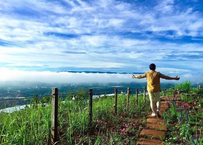 Hít thở bầu không khí trong lành tự nhiên khiến con người thêm khoẻ khoắn, tươi trẻ