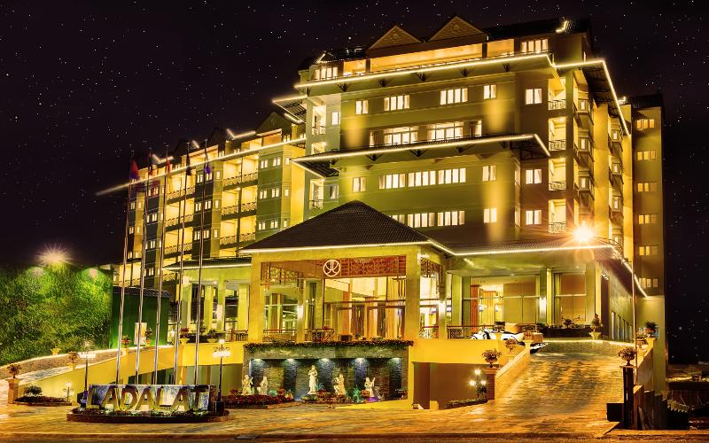 Khách sạn LaDalat rực rỡ về đêm.