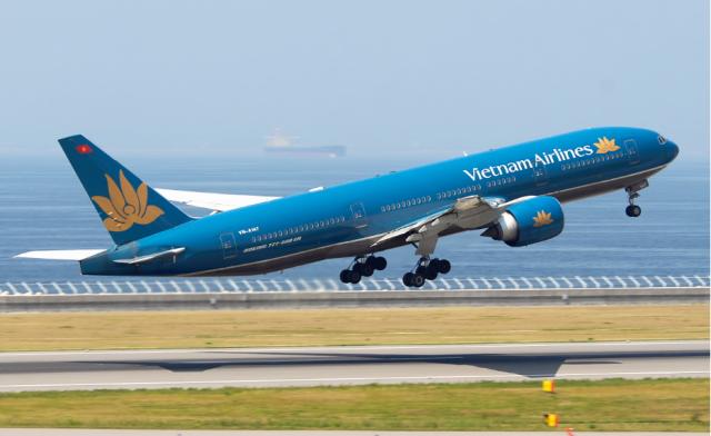 Máy bay là phương tiện di chuyển thuận tiện nhất để tới Đà Nẵng (Ảnh ST)