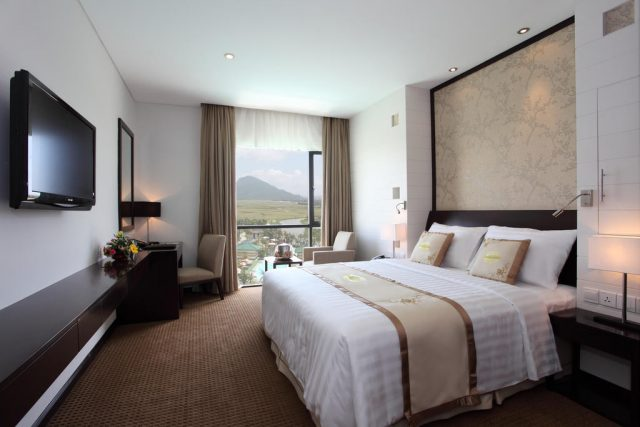 Delicate simple room with full amenities (Photo Collection)