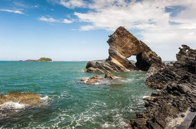 Ban Than rock rapids are compared to Ly Son islet in Quang Nam (Photo ST)