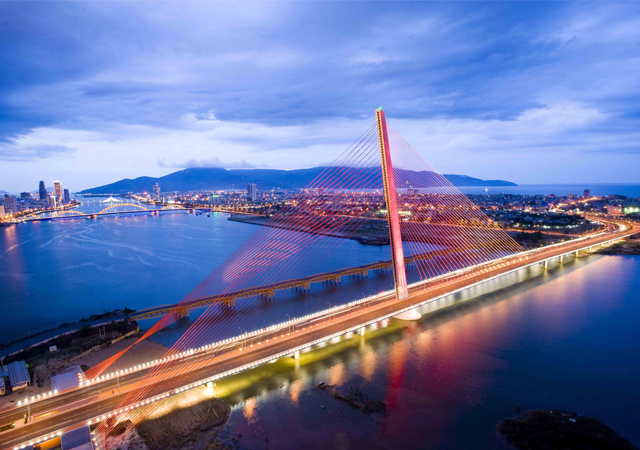 Tran Thi Ly Bridge in Da Nang