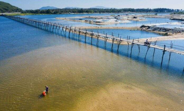 Beautiful scenery of Ong Tiger wooden bridge. Image: Cao Ky Nhan