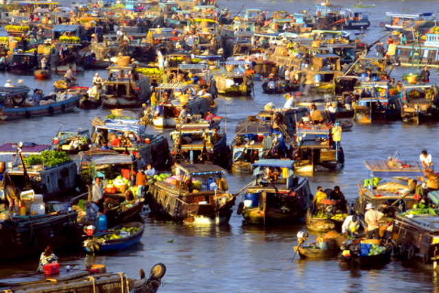 Cai Rang floating market where exchange and trade on water