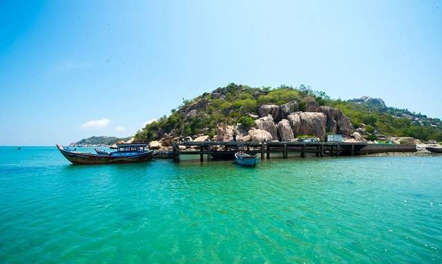 Robinson Island is isolated from Tu Binh island cluster (Image: Collectibles)