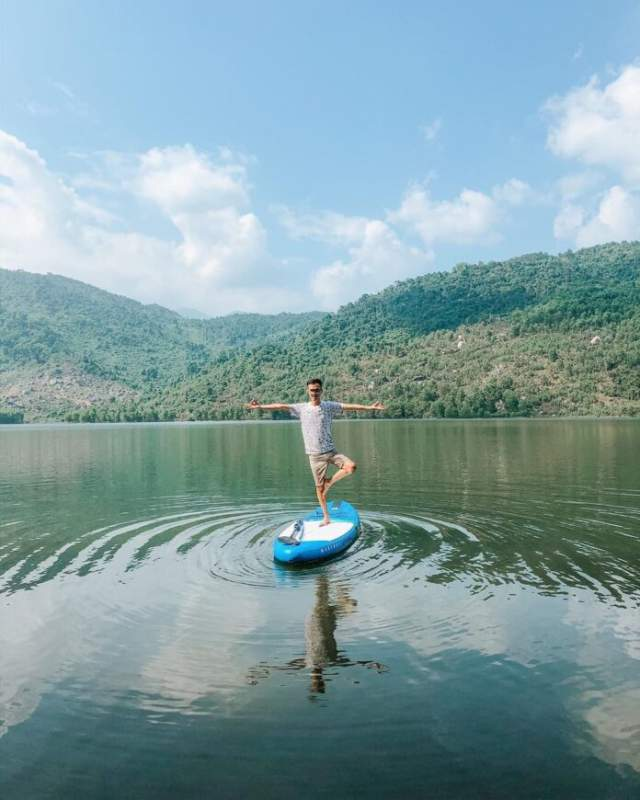 Sup paddle challenge in the middle of the lake. Photo: @ hung_tran26