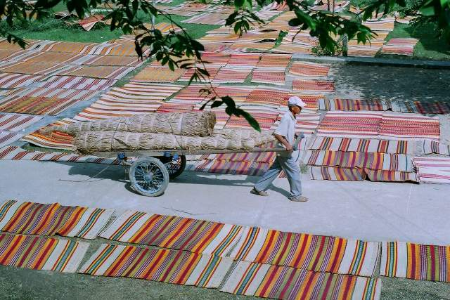 Finished woven mat is dried to dry before being sold (Photo ST)