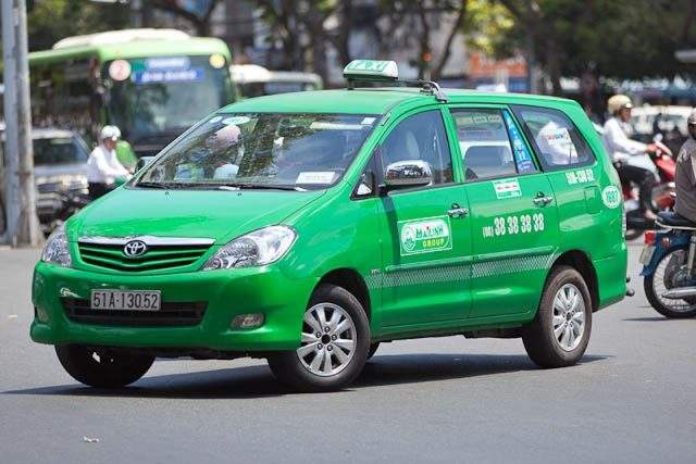Mai Linh Taxi with typical green color (Photo ST)