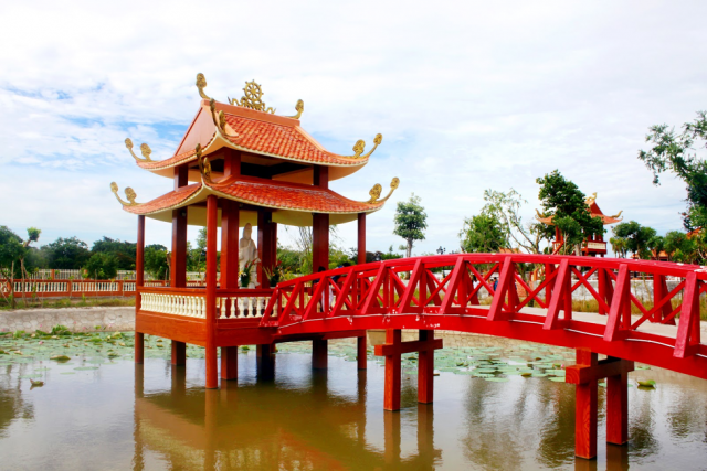Bridge to dumbbells painted dazzling red